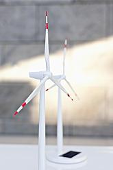 Germany, Leipzig, Wind power model on desk - WESTF018632