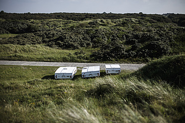Netherlands, Caravan on medow - DWF000168