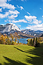 Austria, Styria, View of Lake Grundlsee with mountains - HHF004106