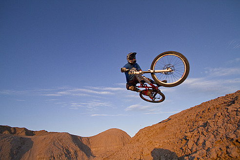 USA, California, Mountain biker jumping in air - FFF001279