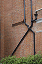 England, London, Brick wall with wastewater pipe - JMF000151