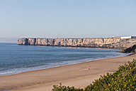 Portugal, Algarve, Sagres, View of beach with cliff - MIRF000408