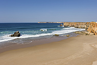 Portugal, Algarve, Sagres, View of beach with cliffs - MIRF000411