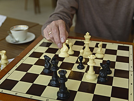 Germany, Cologne, Senior man playing chess in nursing home - WESTF018714