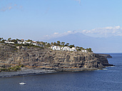Spain, La Gomera, View of Hotel Jardin Tecina on cliff - SIEF002565