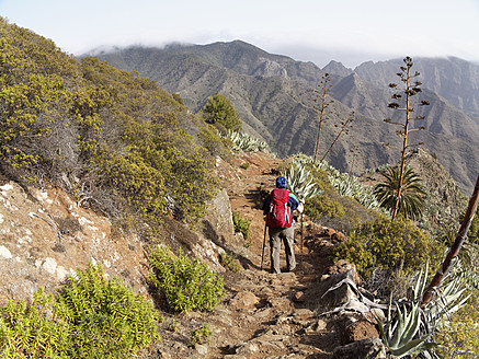 Spain, La Gomera, Woman hiking at Barranco de la Laja - SIEF002566