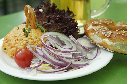 Germany, Bavaria, Munich, Vegetarian dish with mug of beer, close up - TCF002596