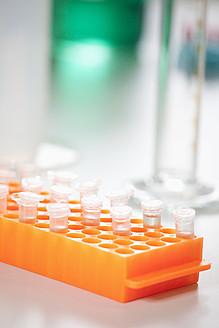 Germany, Bavaria, Munich, Test tubes in test tube rack - RBF000858