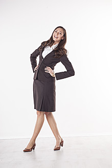 Businesswoman smiling, portrait - PRAF000009