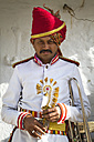 India, Rajasthan, Jodhpur, Portrait of Indian musican in traditional uniform - MBE000370