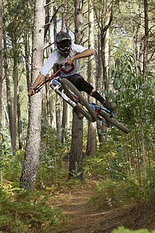 Portugal, Madeira, Mature man riding mountain bike - FFF001313