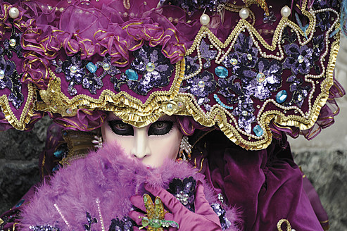 Woman with Venetian mask and costume - LRF000543