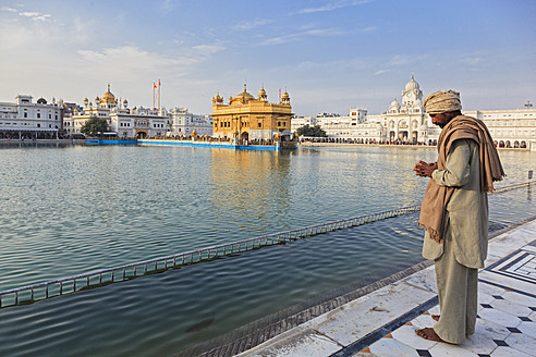 India, Punjab, Amritsar, Man at Golden Temple - FO003964