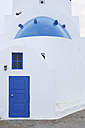 Greece, View of classical whitewashed church at Oia village, close up - RUEF000938