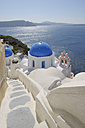Greece, Santorini, View of whitewashed church and bell tower at Oia - RUEF000968