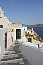 Greece, View of traditionally Greek town of Oia at Santorini - RUEF000974