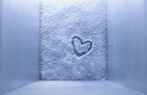 Frozen heart shape in freezer - KSWF001008