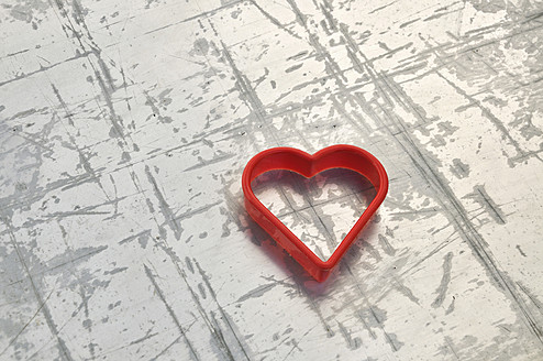 Heart shaped cookie cutter, close up - AXF000177