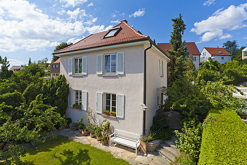 Germany, Baden-Wurttemberg, Stuttgart, View of detached house - WDF001259