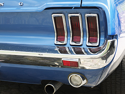 Tail light of Ford Mustang, close up - BSC000138