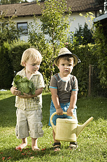 Germany, Bavaria, Boys with savoy and watering can - RNF000995