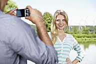 Germany, Cologne, Young man taking photo of woman - PDYF000060
