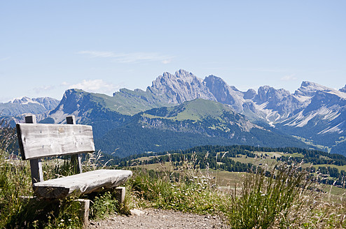 Italy, Bench on hiking path at Seiser Alm in South Tyrol - UMF000421