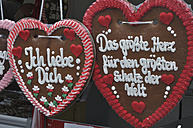 Germany, Bavaria, Close up of gingerbread hearts - AXF000280