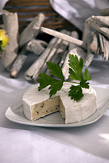 Plate of camembert cheese with parsley - KRF000023