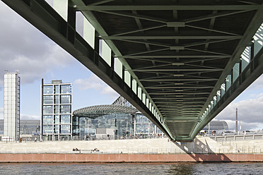 Germany, Berlin, View of Gustav Heinemann Bridge - FKF000045