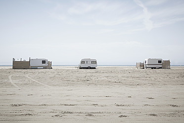 Southern France, View of camping trailers on beach at Camargue - TLF000700