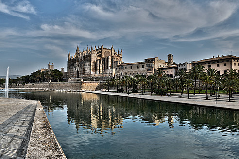 Spain, Palma, Mallorca, View of cathedral Santa Maria - MAEF004918