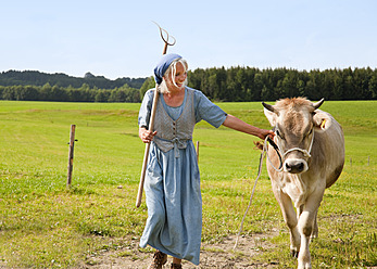 Germany, Bavaria, Mature woman with cow on farm - HSIYF000068