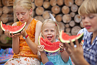Germany, Bavaria, Group of children eating watermelon - HSIYF000108