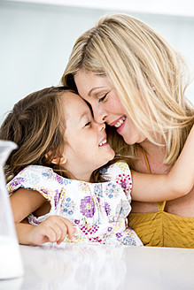 Germany, Mother and daughter smiling, close-up - RFF000032