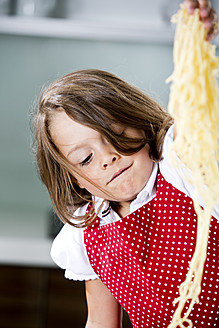 Germany, Girl playing with spaghetti - RFF000059