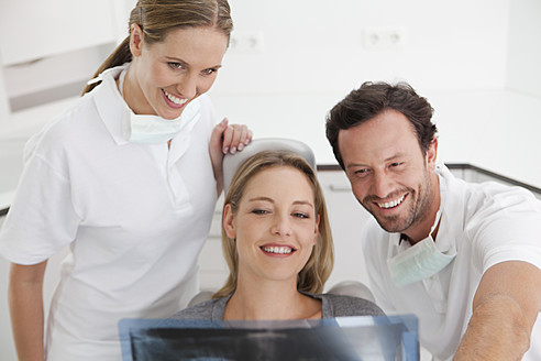 Germany, Dentist with patient viewing x ray - FMKYF000210