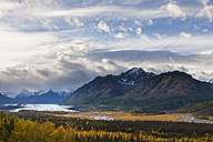 USA, Alaska, View of Chugach Mountains, Matanuska Glacier and Matanuska River in autumn - FOF004371