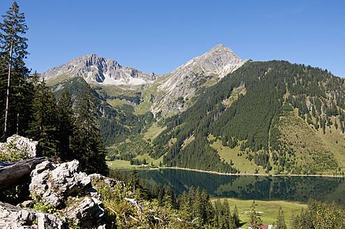 Austria, View of Lake Vilsalpsee - UMF000542