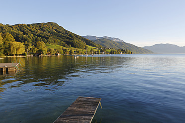 Austria, Upper Austria, Weyregg, View of Lake Attersee - SIEF002910