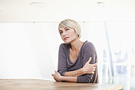 Germany, Bavaria, Munich, Woman thinking at table - RBYF000251
