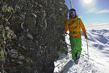 Austria, North Tirol, Mature man skiing - FFF001314