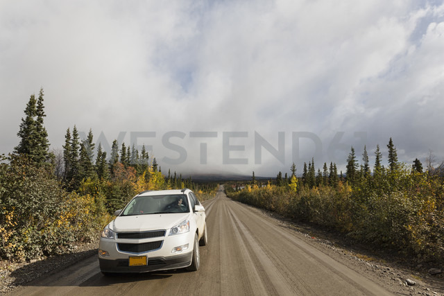 USA, Alaska, Car moving through Denali Highway in autumn - FOF004393