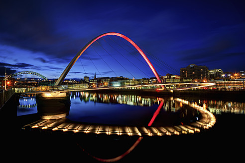 United Kingdom, England, Newcastle, View of River Tyne and Millenium Bridge - SMAF000029