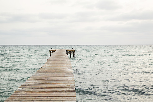Spain, View of jetty at the sea - JKF000006