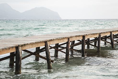 Spain, View of jetty at the sea - JKF000009