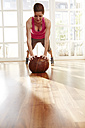 Germany, Duesseldorf, Mature woman exercising with medicine ball - STKF000129