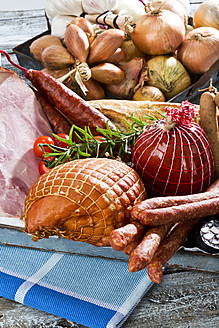 Studio, variety of ham, sausages, tomatoes, rosemary and bread, served on tray - MAEF005287