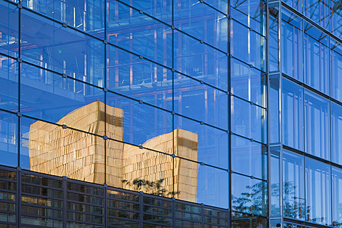 Luxembourg, View of European Investment Bank with reflection of European Court of Justice - WDF001345