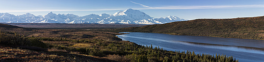 USA, Alaska, View of Mount McKinley and Alaska Range at Denali National Park - FOF004486